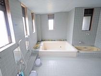 【共同浴場】浴室 お部屋が和室利用の方のみご利用いただけます。足を伸ばしてリフレッシュ♪