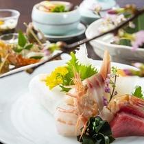 日本海側ならでは、鮮度高い魚介を厳選、春夏秋冬の美味をお楽しみください。