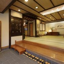 【エントランス】のんびりとお寛ぎ頂けますよう、心地よい畳敷の廊下。