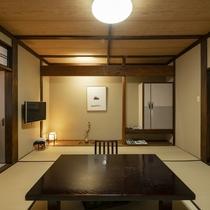 つつましく豊かで温和な気質そのまま、居心地の良い昔ながらの客室。