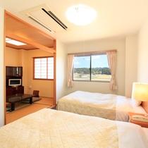 *【部屋/和洋室】お部屋からはのどかな田園景色が一望できます。