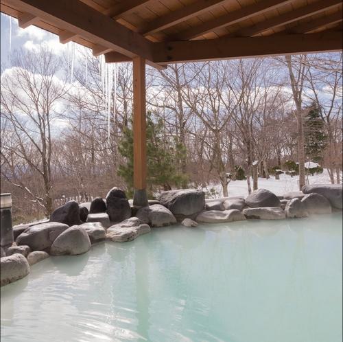 冬の雪見風呂