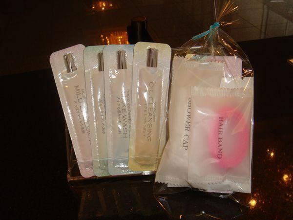 女性のお客様には化粧水などをセットにしたプチアメニティグッズをプレゼント!