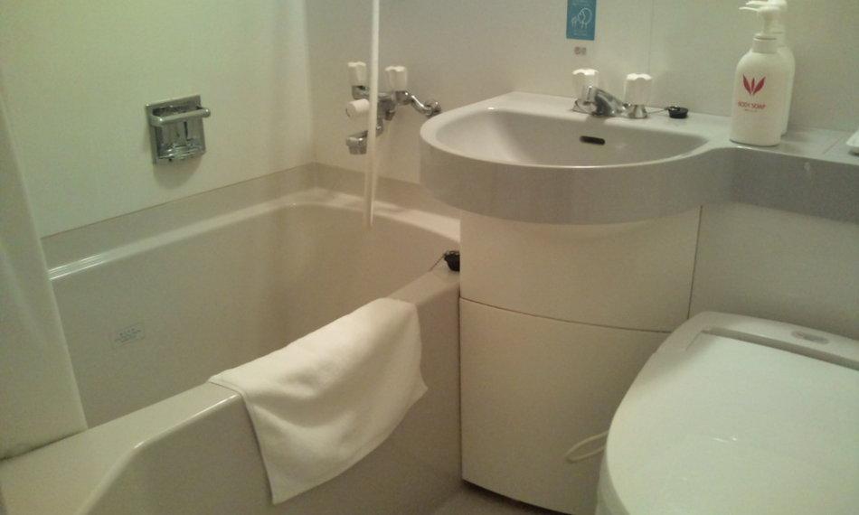 客室バスルーム(少し狭くお感じになるかもしれません)