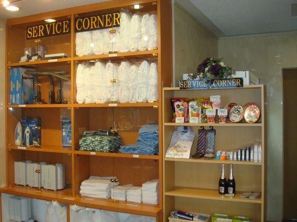 1階には「サービスコーナー」枕や加湿器など豊富な貸し出し品をご用意!