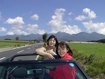 諏訪南ICから八ヶ岳テラスに向かう道はズームライン。私のゴルフカブリオで。この風が伝わりますか?