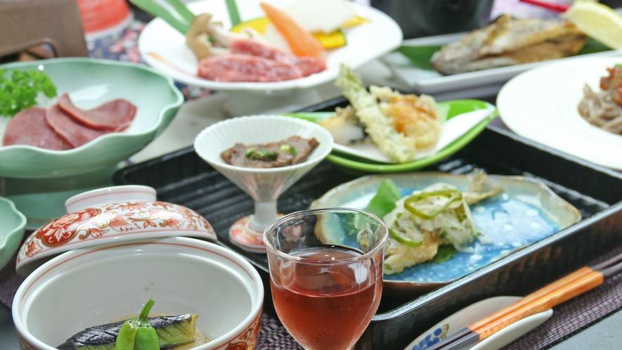 ■湯西川の魅力が詰まった夕食をお楽しみください。