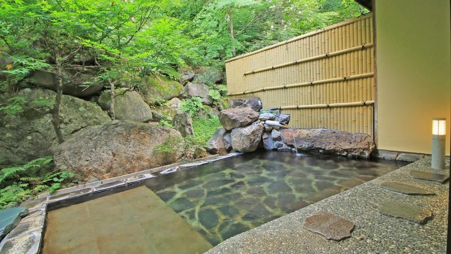 自然の中で温泉をお楽しみ頂ける露天風呂です。