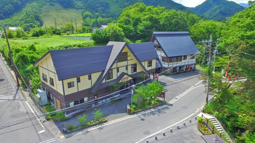 当館は平家の落人伝説の残る湯西川温泉にある大人の宿です。静かでのんびりとしたひとときをどうぞ。