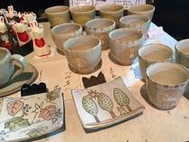 【おみやげ処】うさぎ柄の陶器も大好評です。