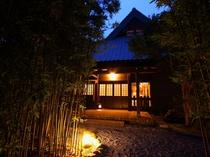 夕景の母屋