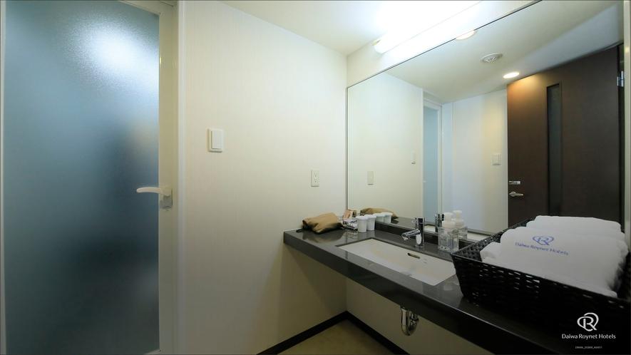 プレミアムダブルルーム バスルーム前