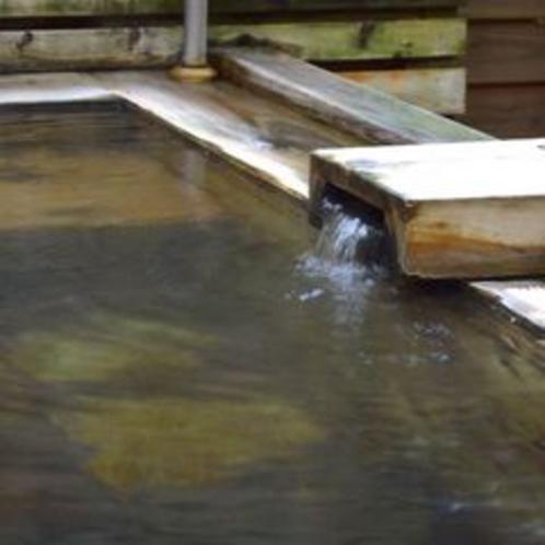 森の中の貸切露天風呂(檜風呂と岩風呂の2種類)☆