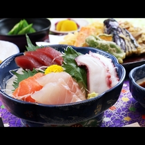 その日によりお刺身やお魚などの日替わり定食