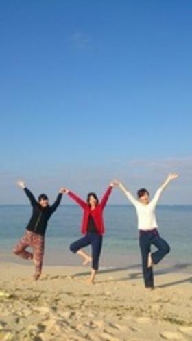 ビーチでヨガ♪青い海と白い砂浜でヨガ2