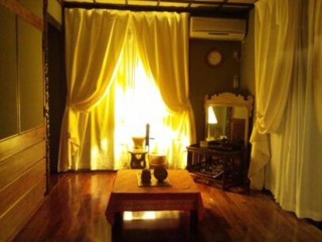 夜のアジアン和室