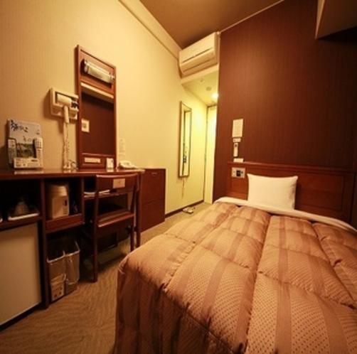 ビジネスから観光まで。幅広くご利用いただけるシングルルームでございます。