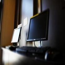 1階ロビーにございますインターネットコーナー。ご自由にご覧下さいませ。