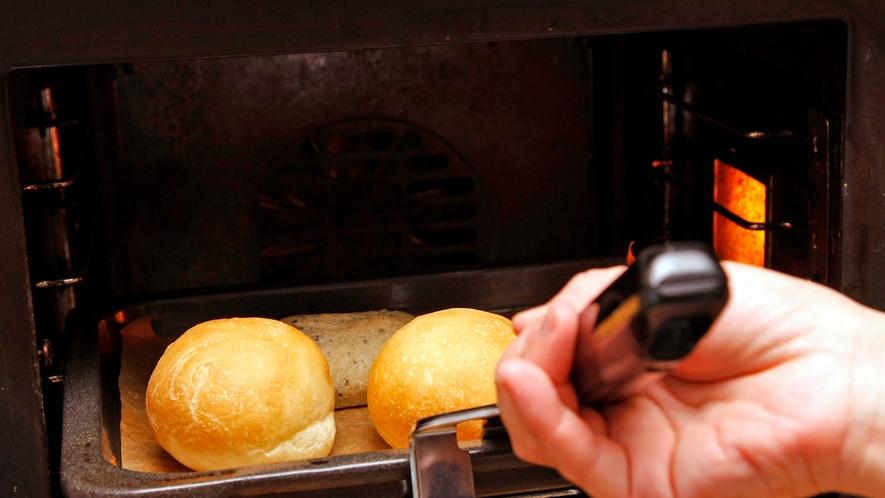 ティンクナ焼き立てパン