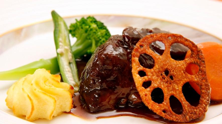 メインの牛肉のワイン煮