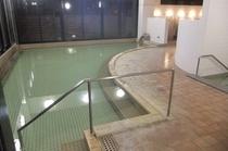 1F温泉大浴場の内湯は透明な重曹泉