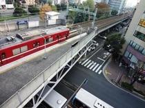 大森海岸駅と電車