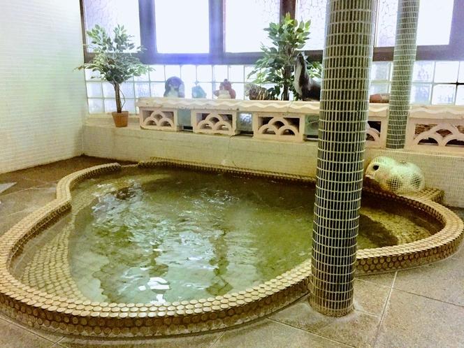 レトロなタイルの温泉