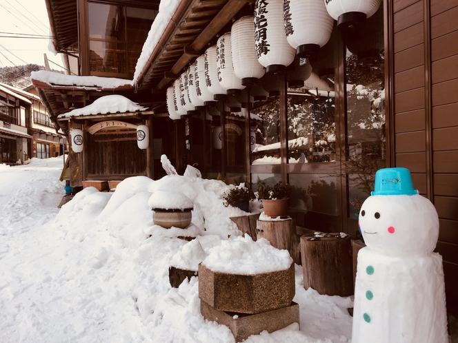 縁側雪景色