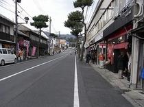 有名な大鳥居を通過したあとは、出雲大社へと続く『神門通り』です。散策されると実に面白いですっ☆