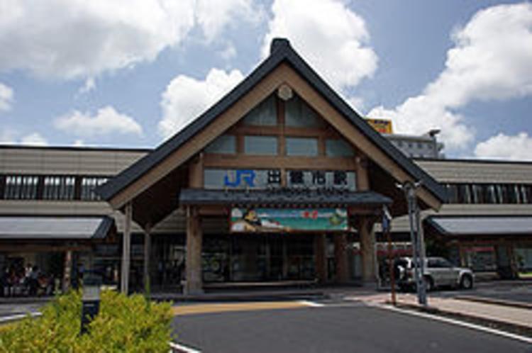 空港連絡バス・高速バスの発着点JR出雲市駅から下りのJRで小田駅下車徒歩4分でマリンタラソ出雲に到着