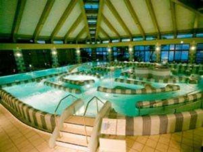 ムード満点ナイトシーン☆元気海プール〜目の前の海から汲み上げた温海水プールです〜