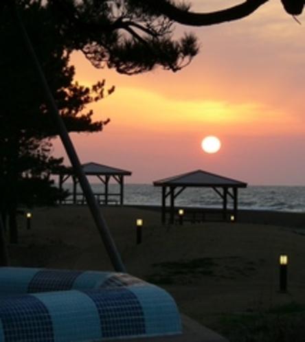日本百景に選ばれた夕日をプールサイドから。
