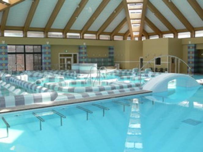 温海水プール内のある18メートルプール側から撮影した写真です。水泳キャップ等着用なされば遊泳できます