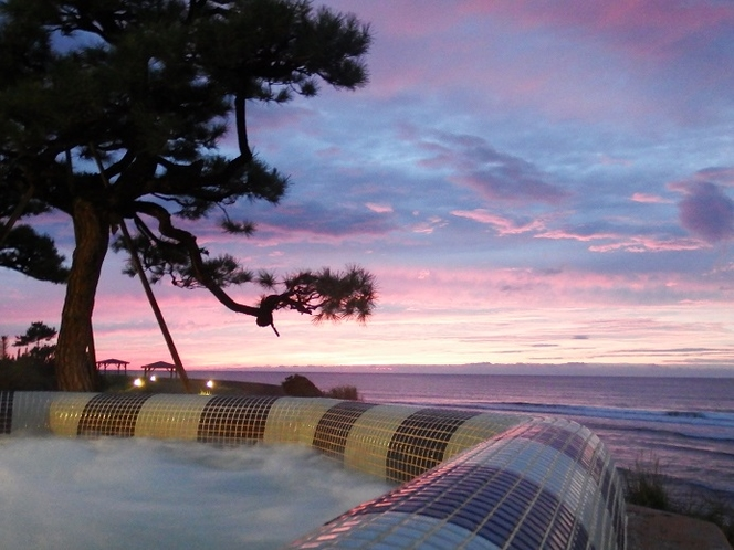 秋の夕日を屋外ジャグジーから眺めよう☆