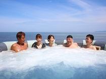 日本海を一望できる屋外ジャグジー