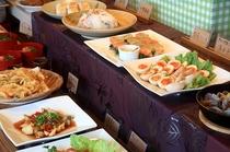 宿泊予約の際、お食事を希望の方はご希望のお時間をお伺いいたします。①17:00~ ②17:30~ ③