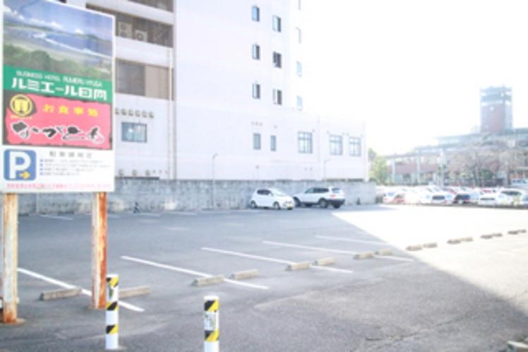 ルミエール日向 駐車場