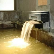 【大浴場】自家源泉の温泉です。泉質はナトリウムー塩化物・炭酸水素塩温泉 。効能は筋肉痛・疲労回復など