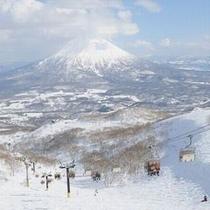 日本百名山に数えられる羊蹄山を眼前に望みながら、ウィンタースポーツをお楽しみください。