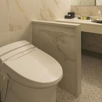 【ジュニアスイートルーム】57.3平米/白を基調とした清潔感のあるバスルーム
