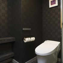 【アンヌプリスイートルーム】94平米/モダンな雰囲気のスイートルームのお手洗い