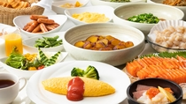 朝食バイキングイメージ。新鮮なお刺身や、和洋中できたてのお料理を朝から思う存分お楽しみください。