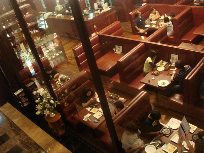本館1階レストラン「ルピナス」