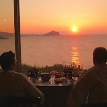 *レストランからの夕陽