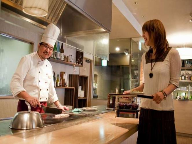 朝ごはんのお魚は、シェフが一つひとつ目の前の鉄板で焼き上げます!