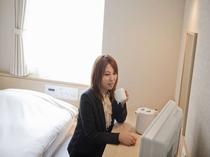 朝はビジネスマンにとってはとっても貴重な時間です♪(SUWARUシングル)