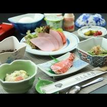 【朝食一例】家庭的でほっとする和朝食をご用意しております。
