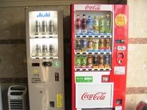 飲料水、ビール自販機ございます