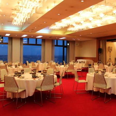 海の見えるコンベンションホールです。会議・研修・ご宴会も承ります