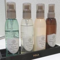 【客室備品 女性用化粧品】 メイク落とし、化粧水、乳液、ブロー料を洗面台にご用意しています